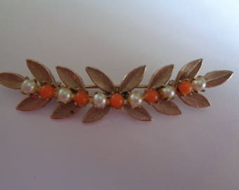 Vintage Unsigned Goldtone/Faux Pearl  Leaves Bar  Brooch/Pin
