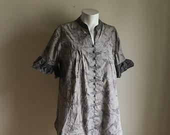 Vintage Indonesian Batik Blouse Top Batik Blouse • Jacket Top