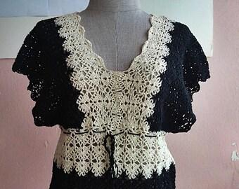 S - M - 70s 80s Black Cream Crochet Crop Top -  Summer Crop Blouse