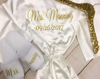 PERSONALIZED bridal Robe, option to add bridal sequin hanger & bridal slippers!  Bridal Shower, bridesmaid robes, bridesmaid gifts