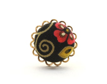 Sweet swirly floral, cute as a button: an adjustable ring adorned with a handmade fabric covered button