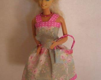 Short dress has flowers (B221)