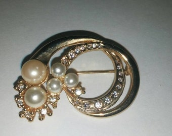 Vintage Faux Gold Pearl Diamond Brooch Pin / Costume Jewelry / Estate Jewelry