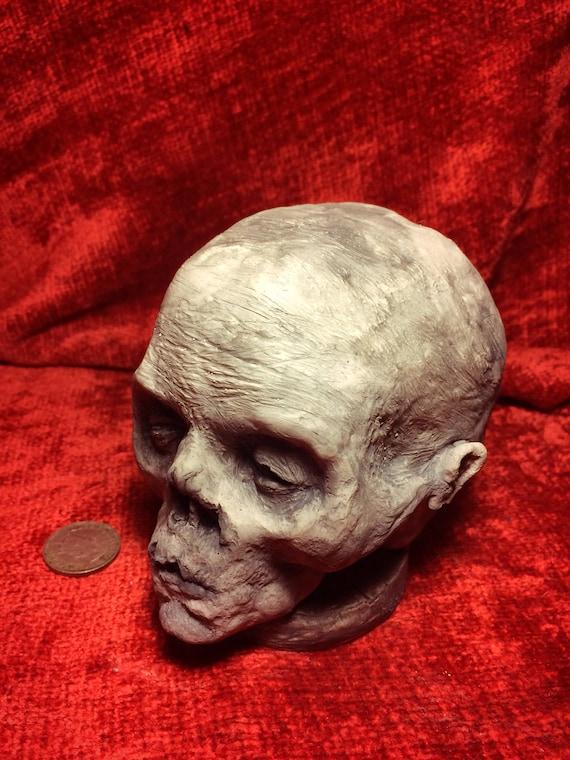 Stein werfen Baby Schädel/mumifizierten fetalen Leiche Kopf
