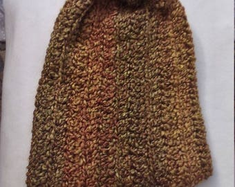 Slouchy beanie in shades of gold
