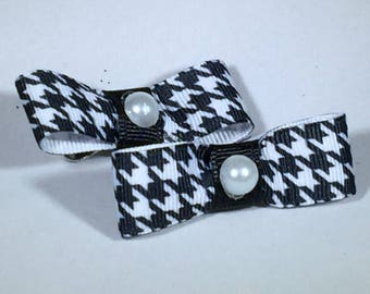 Pair of Herringbone bows with Pearl Center