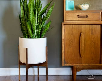 Mid Century Modern Plant Stand with Round Legs, Walnut Wood, MCM Home Decor, Mid Century Plant Stand, MCM Plant Stand