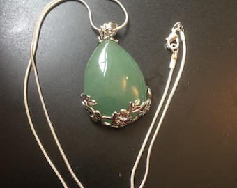 Green aventurine pendant with 18 in silver plated necklace