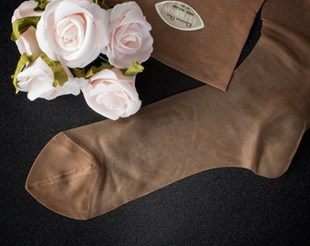 NWT unworn early 60's vintage 'Christian Dior Ultrason' really sheer seamless nude heel demi toe nylon stockings - Size 9 extra long - 4290