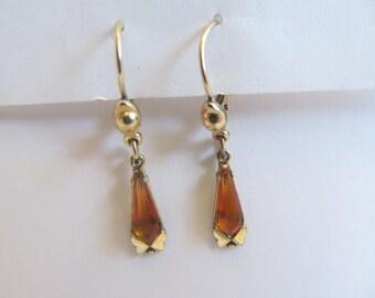 Vintage  teardrop  yellow  amber stone  pierced   leaver back  Earrings