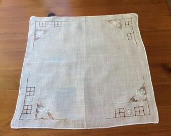 Vintage handkerchief, cotton lawn handkerchief, bridal handkerchief, vintage gift, white handkerchief