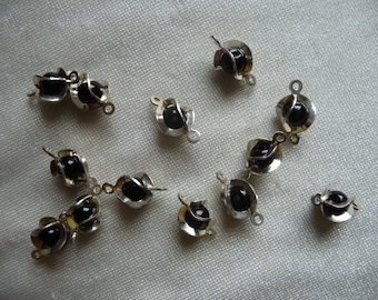 Links, Silver plated brass, 10x6mm wrapped, with 4mm black glass bead.  Sold per pack of 30 links.