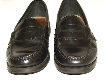 Vintage Bass Weejun Penny Loafers / Black Leather Classic Preppy Wardrobe Staple / women's size 8.5 - 9 Wide