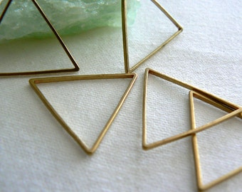 Raw brass triangle 21mm links-10 pieces-Jewelry supply findings.Metal triangles, geometric brass-Crafts, boho earrings pendant triangle link