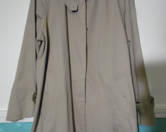 Vintage Ralph Lauren Trench Coat, Size Medium, Mid Length,Plaid lining