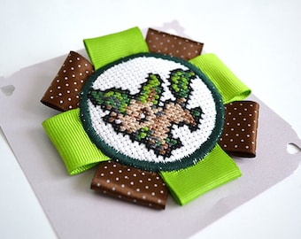 Brooch embroidered cross stitch - Phylalli