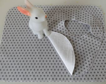 """Bib & placemat in coated canvas Japanese """"stars"""" grey and white pattern"""
