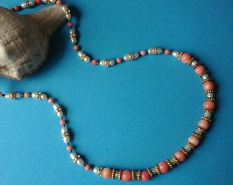 GRACIOUS coral and pearl necklace