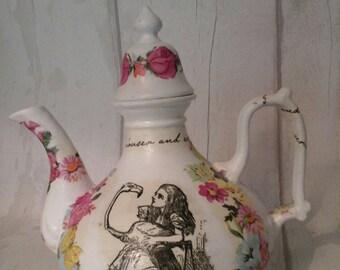 Alice in Wonderland teapot /Alice in Wonderland table decor/Alice in Wonderland wedding/wedding table decorations/wedding teapot
