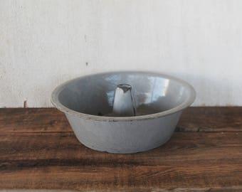 Vintage L&g Mfg. Co. Extra Agate Nickel-Steel-Ware Bundt Pan