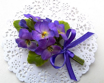 Wild violets brooch. Clay flowers. Gift for women. Cold porcelain brooch.