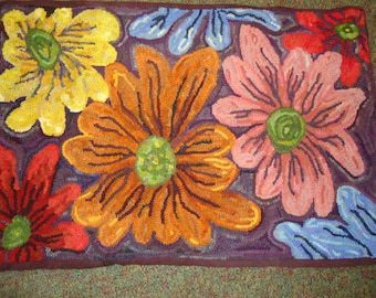 Large texture flowers (daisy) rug hooking pattern on primitive linen