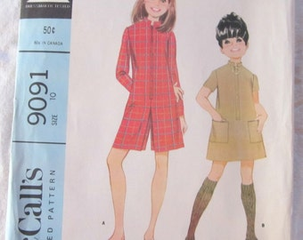 vintage McCALLS 9091 sewing pattern-- Girl's Dress or Pantdress (size 10)--1967