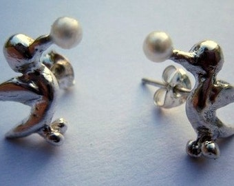 Earrings with silver birds pecking little pearls