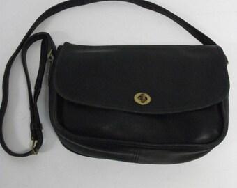 Vintage COACH Black Leather  Crossbody  Shoulderbag bag