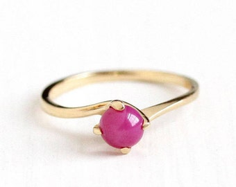 Sale - Created Star Sapphire - 1970s Retro Era Vintage 14k Yellow Gold Ring - Size 5 1/2 Asterism Hot Pink Cabochon Dainty Fine Jewelry