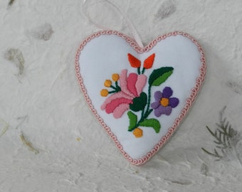 Fabric heart hanging, ornament with Kalocsa embroidery, kalocsai heart