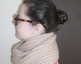 Light brown knitnitted ted scarf/ Knitted shawl/ Chunky kscarf/ Hand knitted scarf/ Knitted infinity scarf/ Knit scarf/ Wool cowl