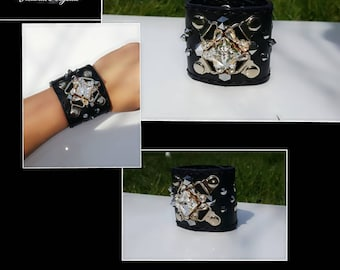 Its handmade bracelet from real leather and swarovski.