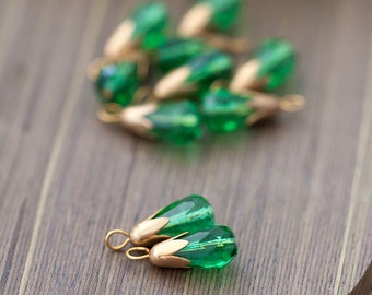Vintage Glass Drops Faceted Green Glass Teardrop Beads with Bead Cap and Loop Charms Dangles Drops Pendants 15mm Drop Beads