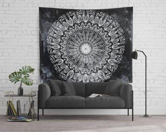 ORGANIC BOHO MANDALA Wall Tapestry