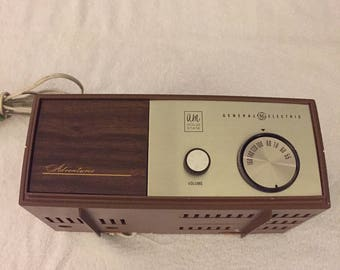 General Electric AM Solid State Radio - Works - Used