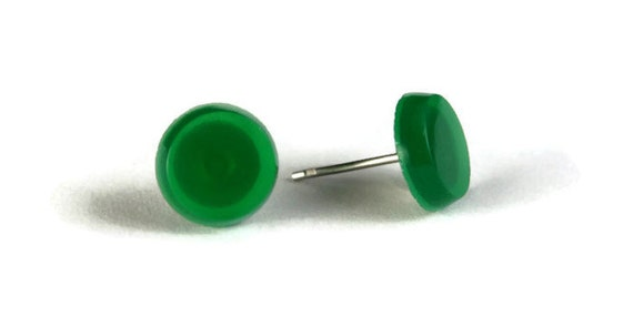 Green glass hypoallergenic stud earrings (273)