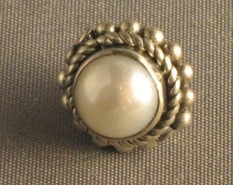 Round pearl cabachon in sterling silver bead