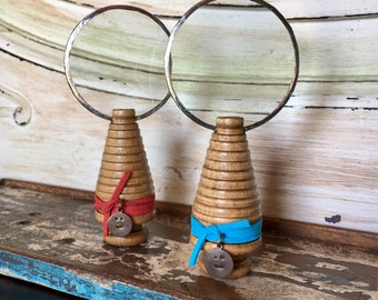 Small Standing Magnifying Glass. Magnifying Lens.  Steampunk. Kitchen Office Reading Tool. Family Gift. Farmhouse Decor. Heritage. Loupe