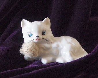 MEOW! This Delightful Porcelain Kitten with a Ball of Yarn needs a new home!