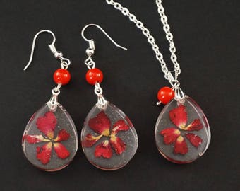Red flower pendant Resin necklace Resin earrings Real flower jewelry Red rose pendant Nature necklace Terrarium pendant Flower necklace
