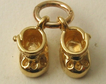 Genuine SOLID 9ct YELLOW GOLD 3D Baby Booties Shoes charm/pendant