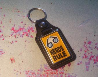Nerds Rule Silver Plated Keyring - Key Ring - Key Chain - Yellow - Fun gift - Geek - Nerd - Retro