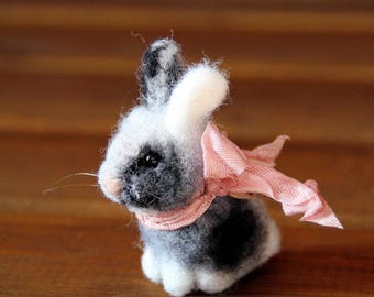 needle felted miniature eater bunny , easter rabbit, felted rabbit, needle felted rabbit, easter decoration, felted toy