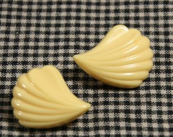 Clip on earrings-vintage costume jewelry-retro plastic-cream swirled arcs-Hollywood regency