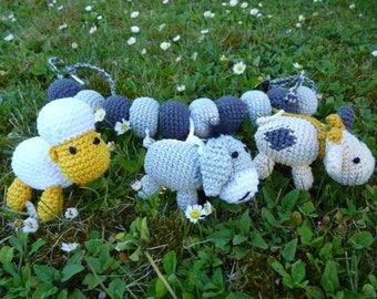Stroller chain animal farm to crochet amigurumi