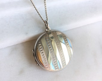 1920's Art Deco Sterling Silver Round Locket Pendant Necklace