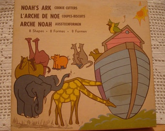 Very Vintage Metal Noah's Ark Animal Cookie Cutters!  Eight Animals!  Original Packaging!  Made by Fox Run Craftsmen, Ivyland, PA 18974 USA