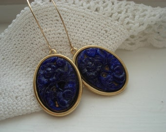 Vintage Lapis Lazuli Royal Blue Carved Jade Glass Flower Floral Dangle Earrings
