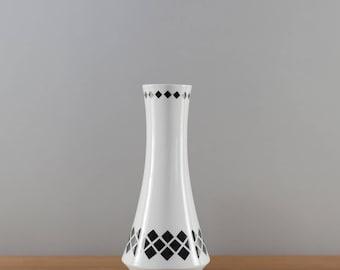 Winterling vase, white with black diamonds